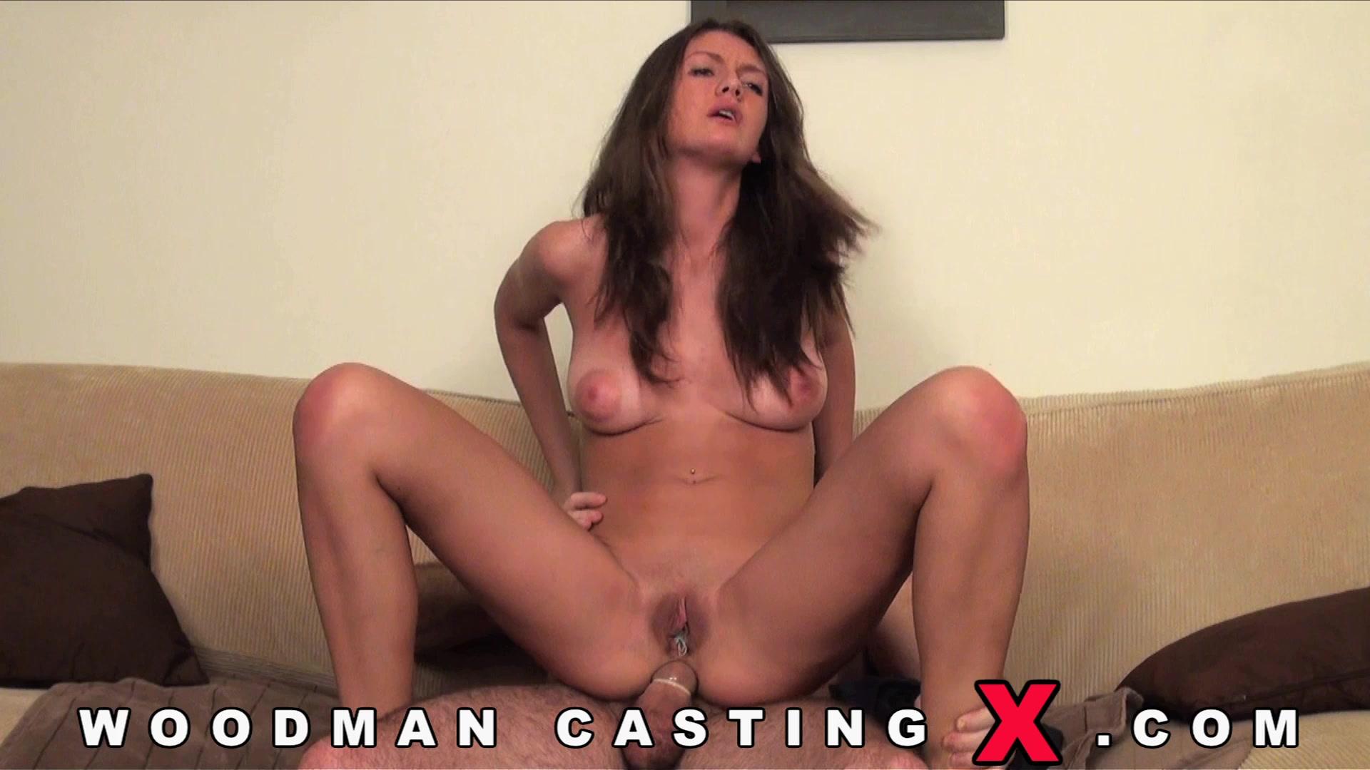 Наташа пробует себя в кастинге на роль анального секса